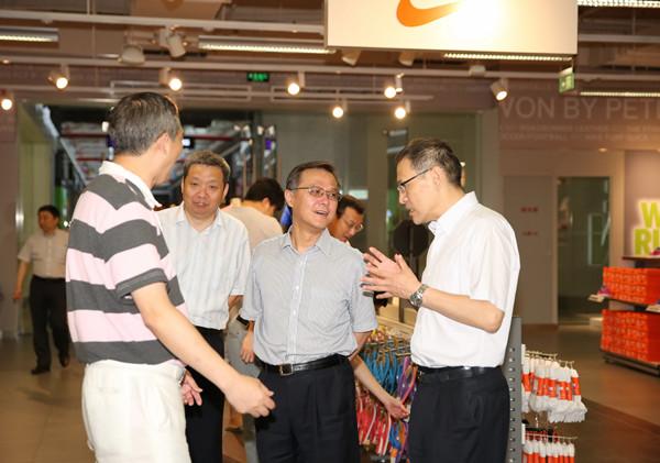 江辉会长考察上海纺织集团创新改革发展情况